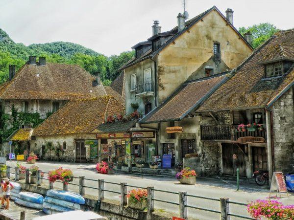 boucherie dans un village